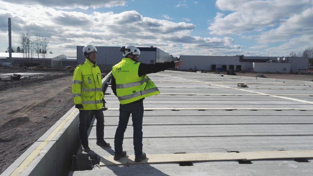 KFS Finlandin työntekijöitä tekemässä projektia työmaalla