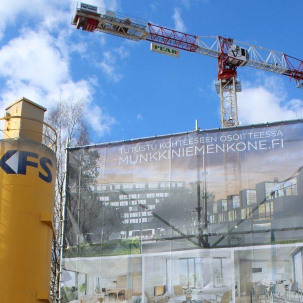 Kuva Munkkiniemen puistotieltä Kone Oy:n entisen toimistotalon työmaalta.